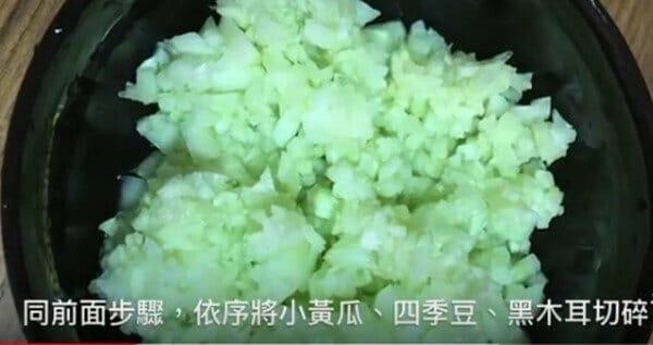 珍珠雞腿蔬菜捲 狗狗鮮食 電鍋作法 切丁2